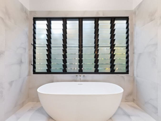 6-panel-louvre-window